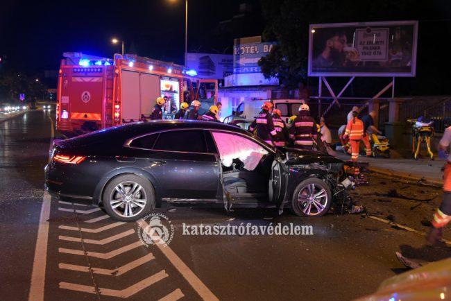 Tragikus baleset a XI. kerületben, két személyautó ütközött össze a Hegyalja úton
